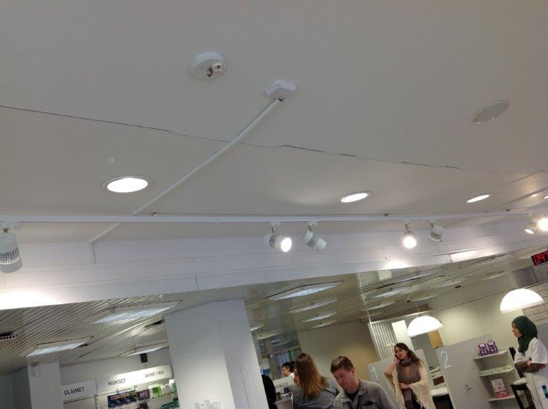 Malmin apteekki katto halkesi (1)