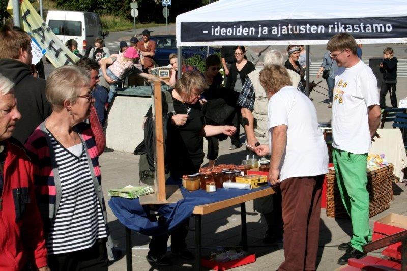 PIHLAJAMÄKI_Eteläisessä Suomessa tuotettu lähi- ja luomuruoka kävi kaupaksi.