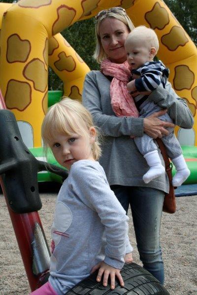 SILTAMAKI_Unna, 4, äitinsä ja Vili-veljen kanssa.