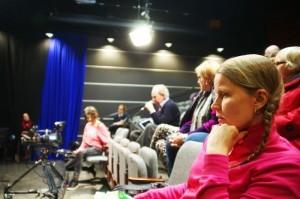 Osa yleisöstä poistui sitä mukaa kun oli saanut vastauksen haluamaansa kysymykseen.