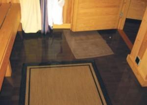Vesimassaa oli pahimmillaan jopa 15 cm kellaritilojen lattialla.