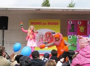 Mimin ja Kukun esitys oli täynnä laulua ja leikkiä. Siinä nähtiin myös Maija Mehiläinen.