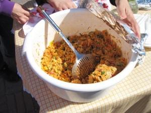 Turkkilaispöydässä tarjolla oli muun muassa kuskusia. Sen pääraaka-aine on rikottu vilja, joka on yleensä vehnä ja joskus ohra tai hirssi.