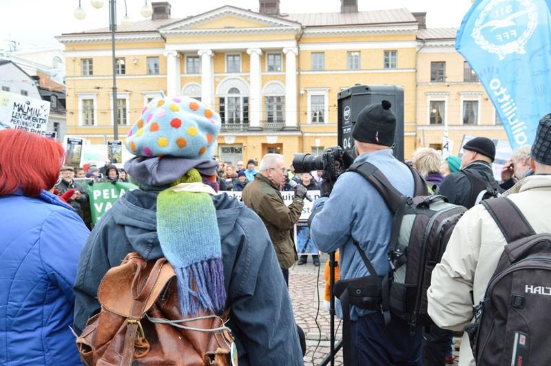 Kokoomusvaltuutettu Risto Rautavan puhe ei kerännyt raikuvia aplodeja.