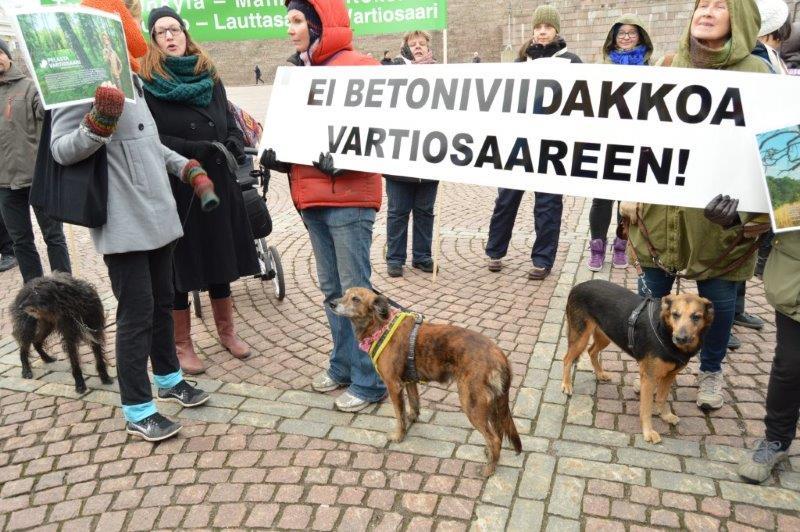 Mielenosoitus Senaatintorilla 26.10.2016.