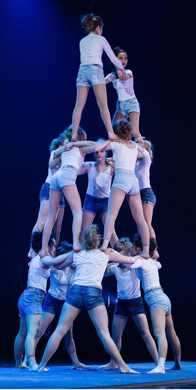 Joulusirkus –näytännöt tarjoavat sirkuksen, akrobatian ja jonglöörauksen taidonnäytteitä.  Kuva Mikko Pirinen