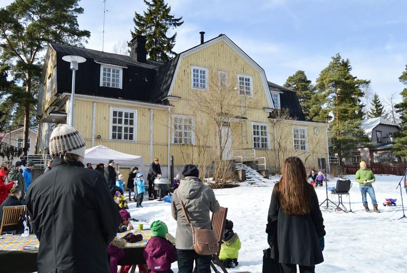 Kylätilahanketta vetävä Seppo Siika-aho kertoi, miten yhdistys on pyrkinyt vaikuttamaan.
