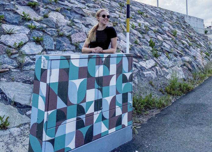 Viikinmäen maalattu sähkökaappi